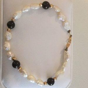 Jewelry - Freshwater pearl and onyx bracelet